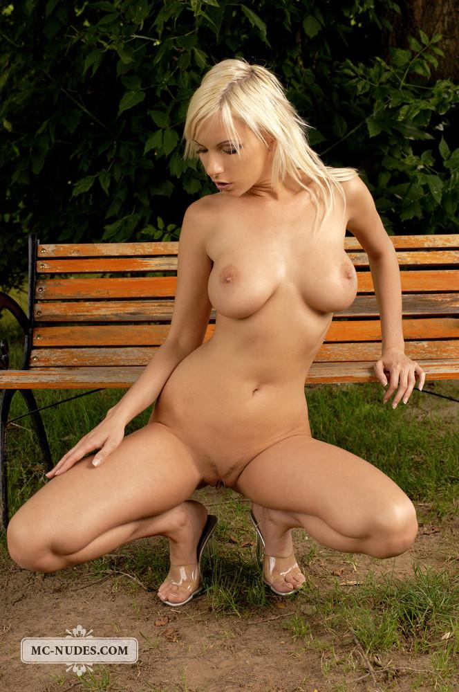 Sexy and naked blonde in public park - Alexis - 6
