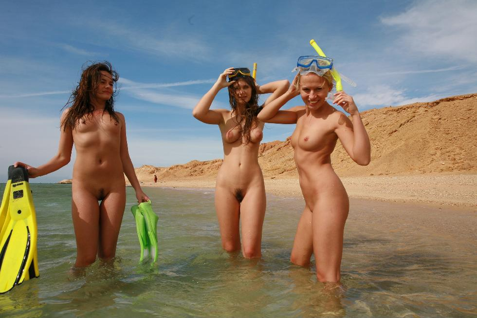 Diving with three naked girls - 13