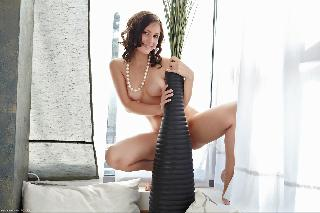 Beautiful naked Vicky shows shaved pussy