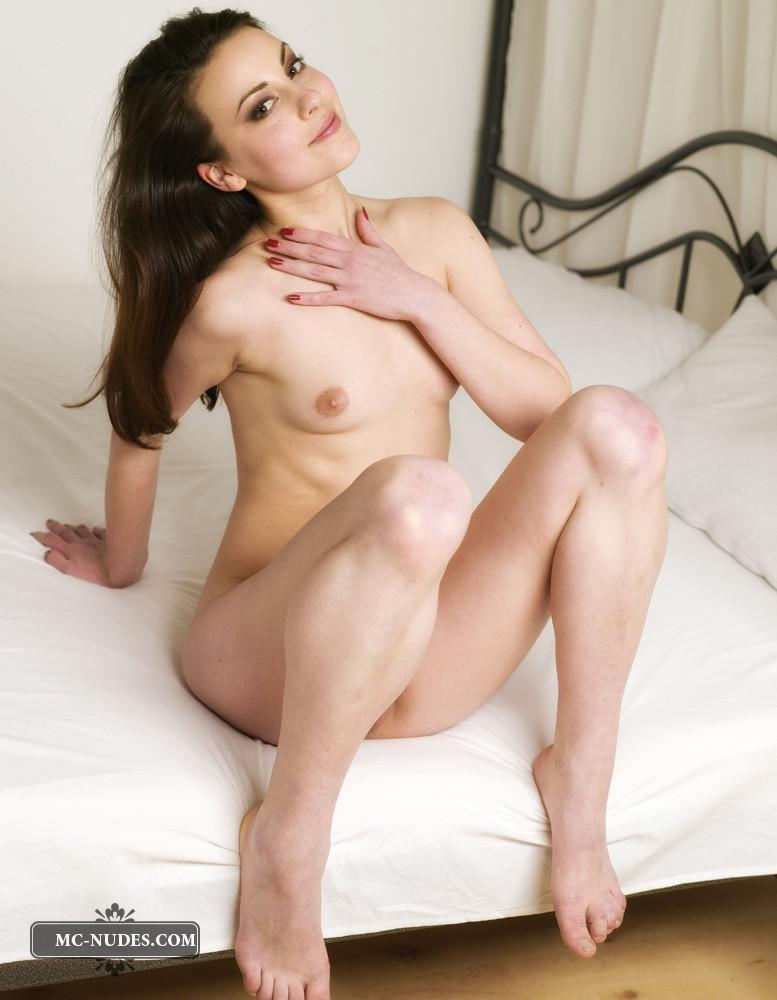 Natural bueauty naked on bed - Lorena Garcia - 12