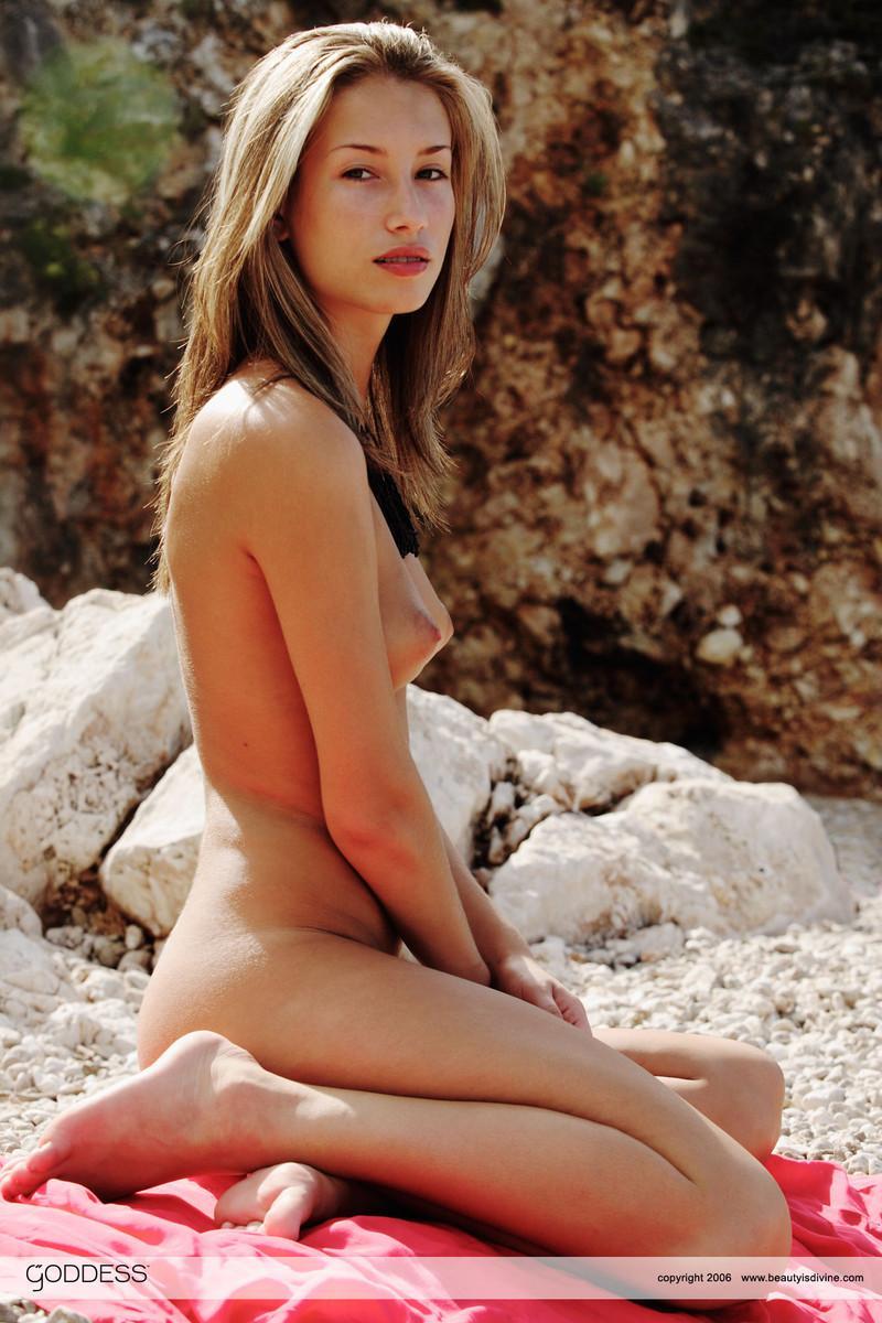 pimpandhost ls island issue uncensored nude kumpulan