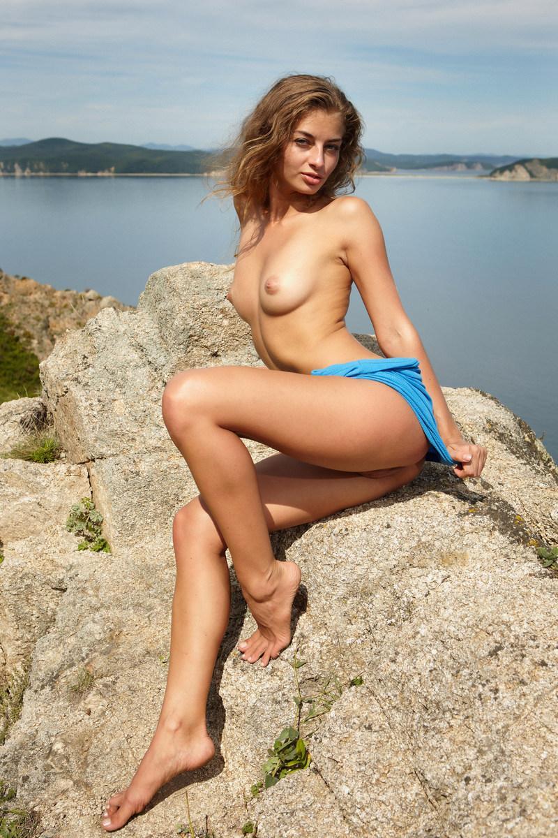 Photoshoot on the rock - Kira K - 2