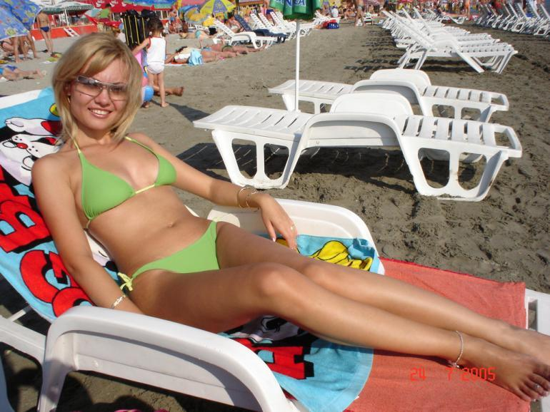Blonde amateur topless on the public beach - 2