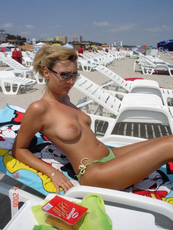 Blonde amateur topless on the public beach - 5