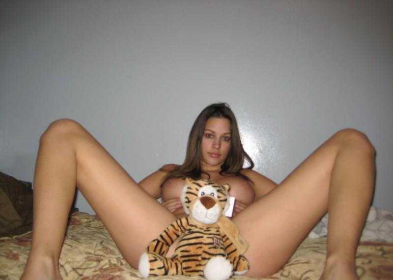 Pretty Candice is playing with herself on bed - 15