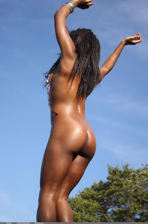 Ebony dancing naked