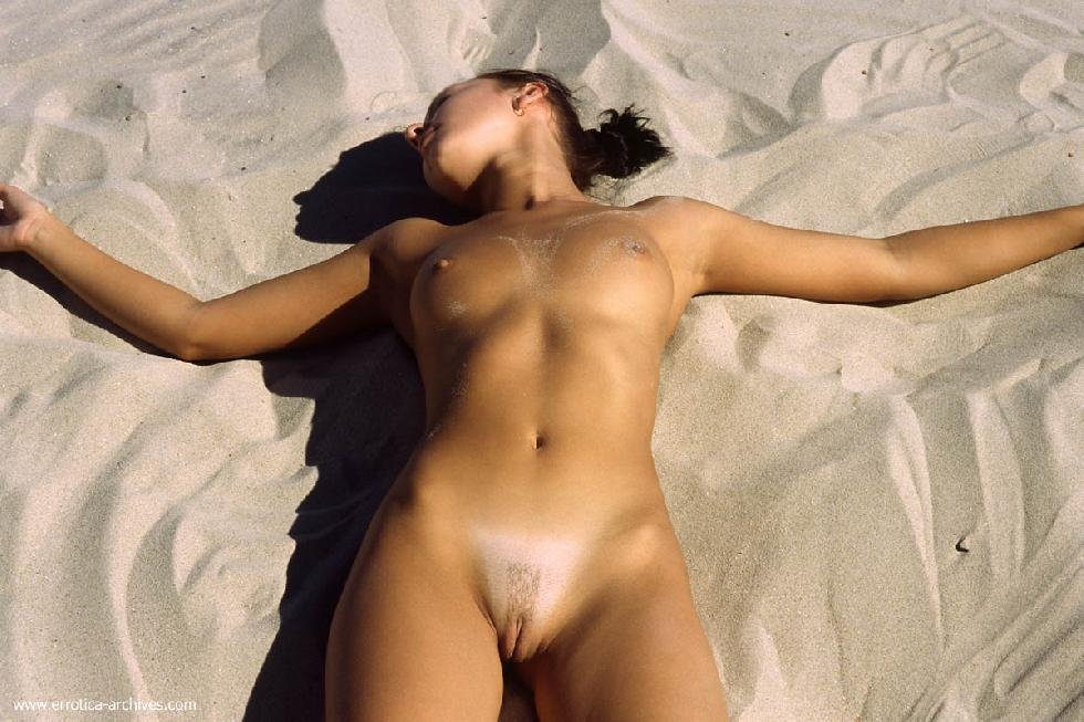 Naked girls on the beach. Part 1 - 16