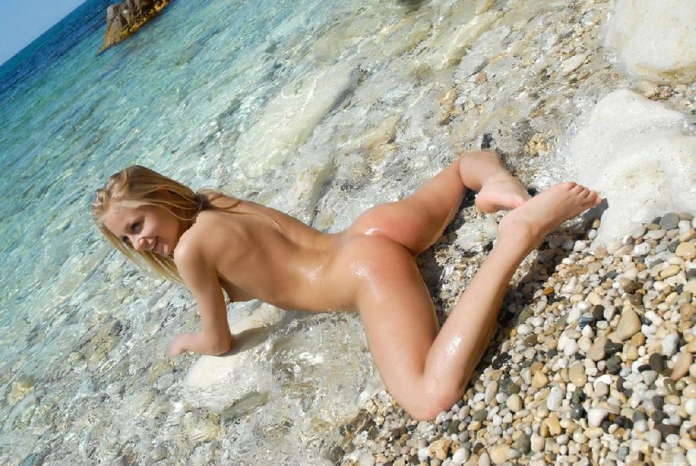Naked girls on the beach. Part 1 - 21