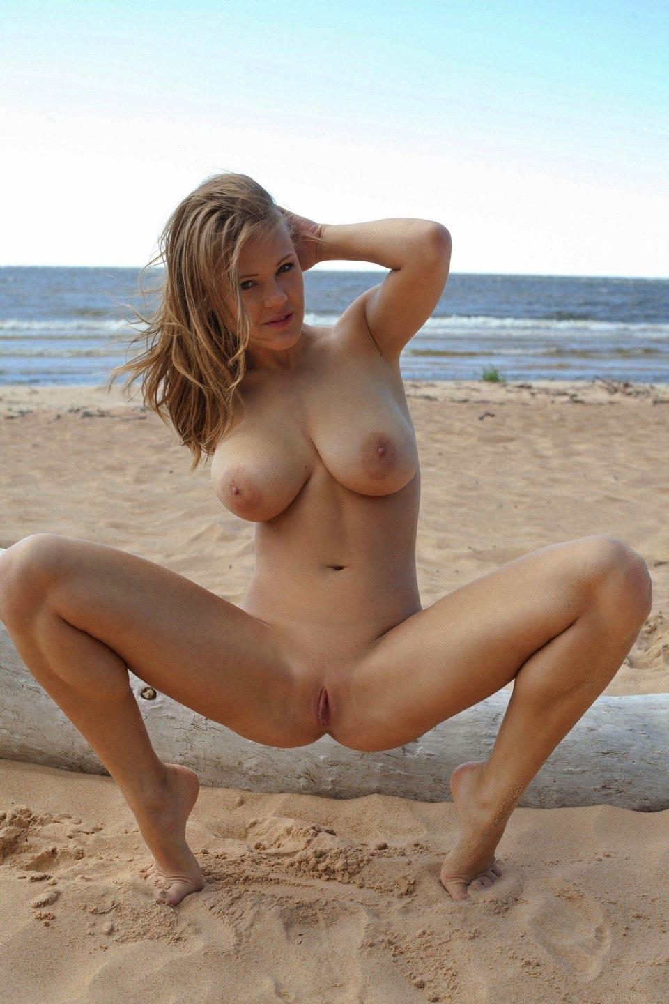 Naked girls on the beach. Part 1 - 25