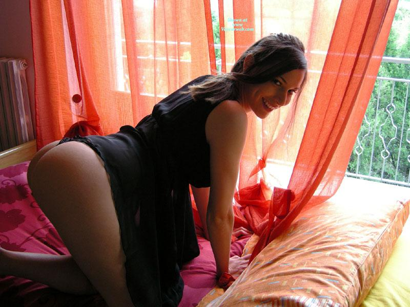 Sensual amateur on bed - Gattina  - 1