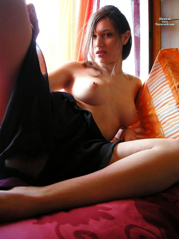 Sensual amateur on bed - Gattina  - 3