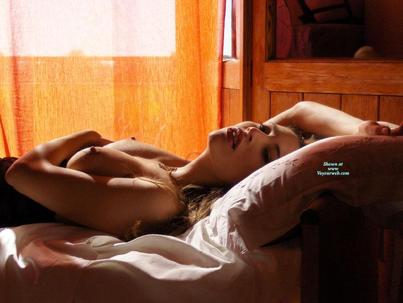 Sensual amateur on bed - Gattina  - 7