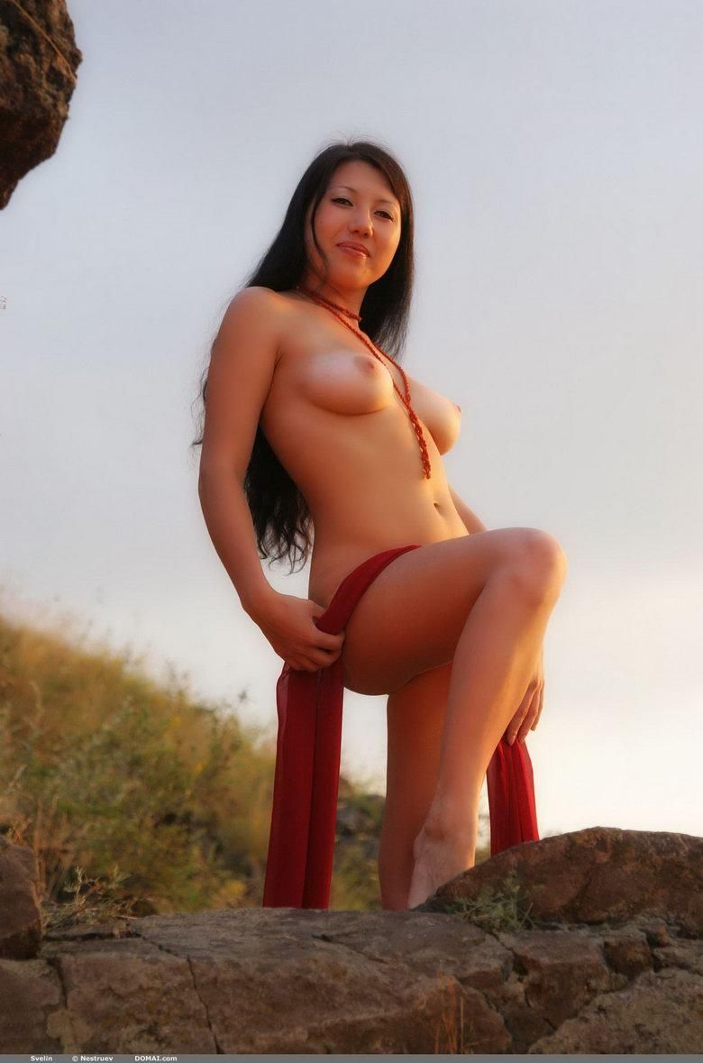 Pretty Asian is posing naked outdoor - Svelin - 5