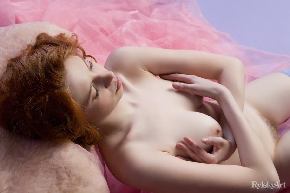Gorgeous red haired model shows young body - Gillian - 13