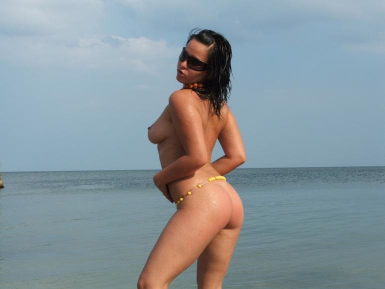 Completely naked amateur on the beach - 4