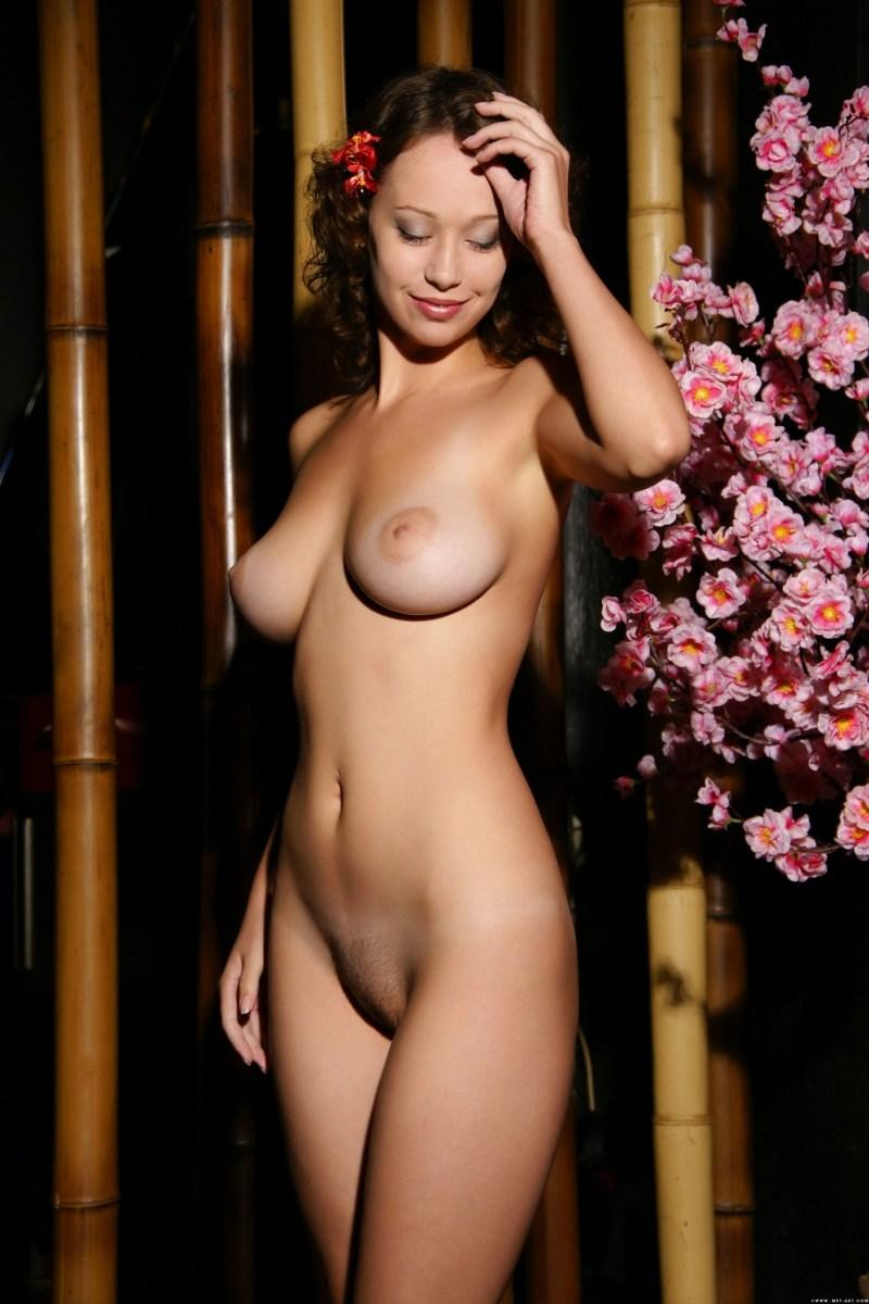 Fabulous naked girl with flower in curly hair - Veronika - 1