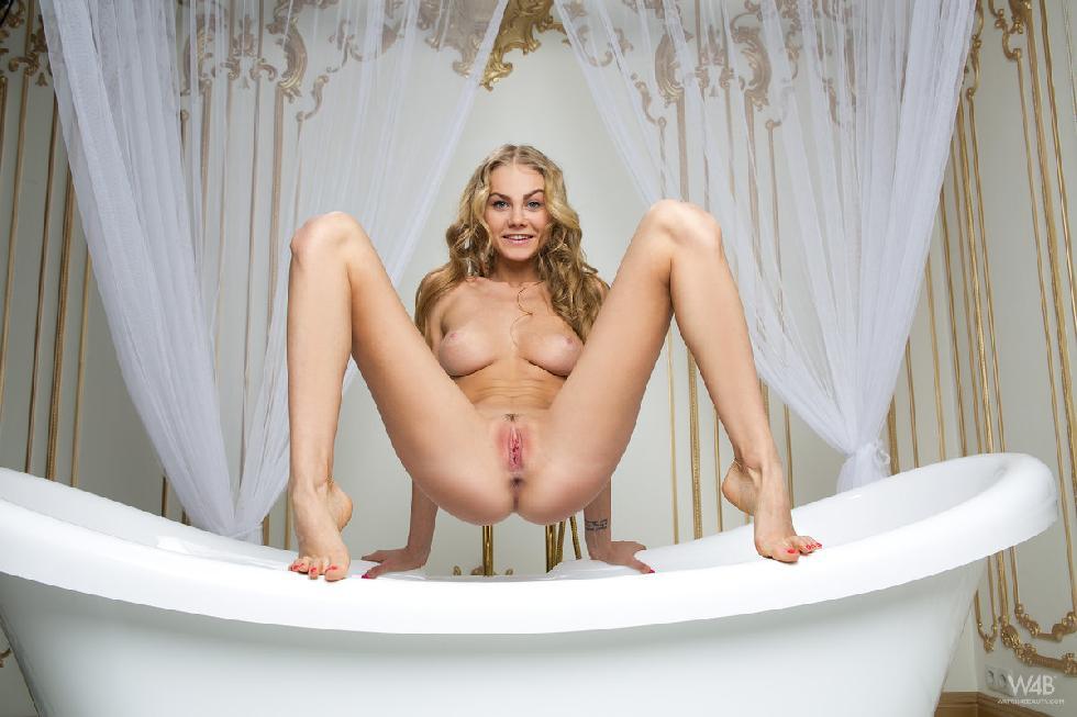 Gorgeous young girl is posing in bathroom - Nancy - 8