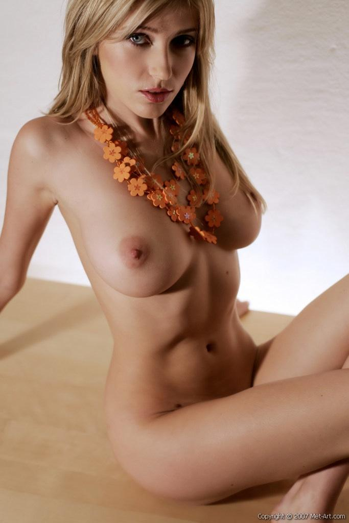 Seductress with hot natural body - Scarlett - 10