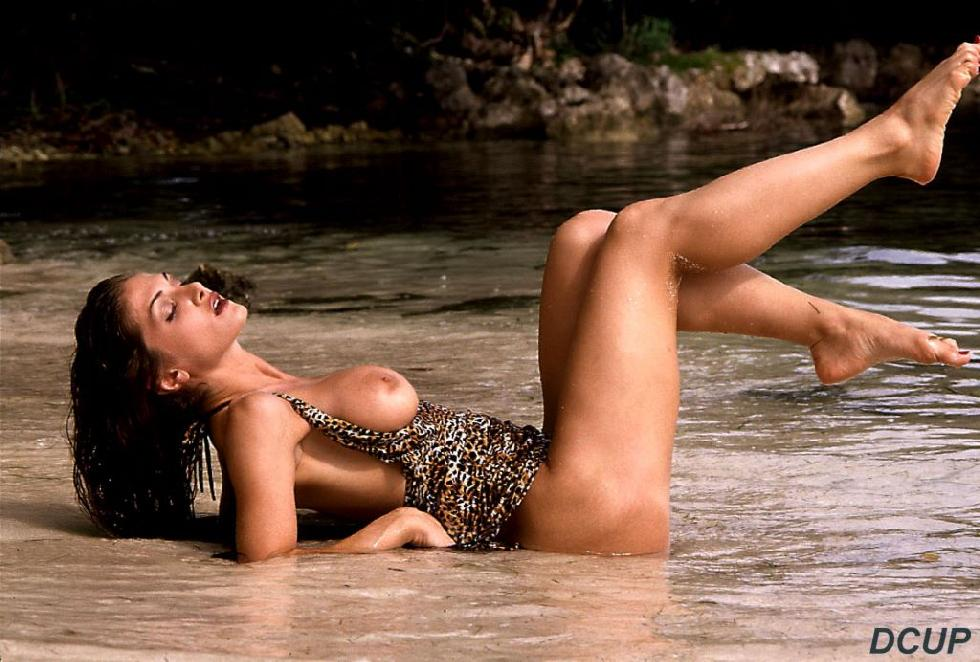 Naked and horny Maria is posing on the beach - 13