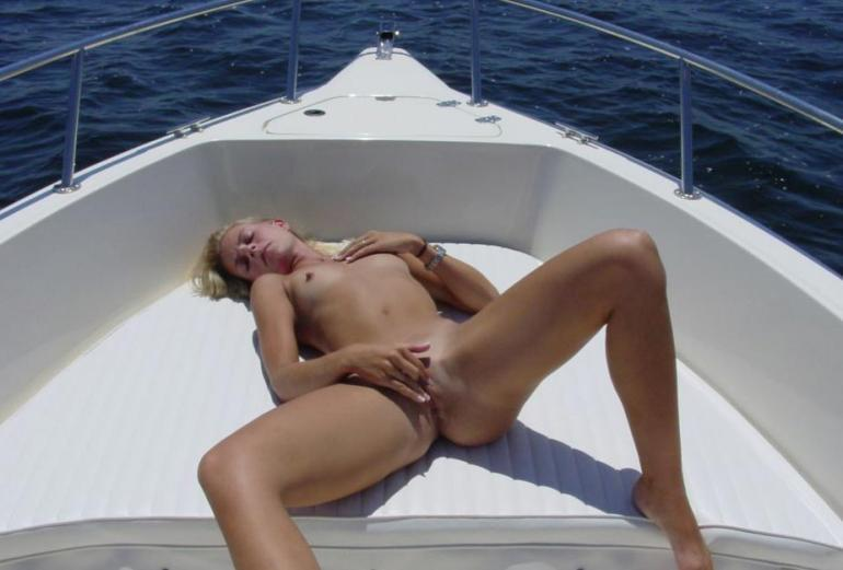 image Amateur chick likes g spot and clit stimulation to orgasm