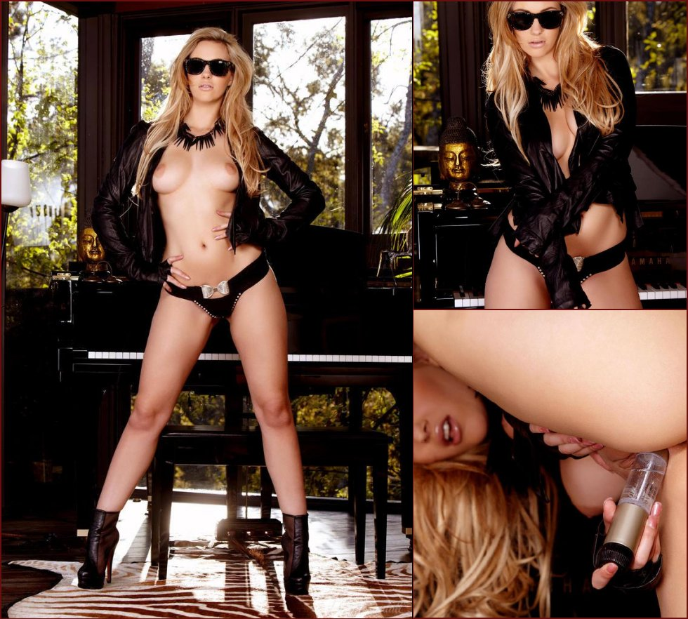 Sophia Knight is hungry for a dildo - 27