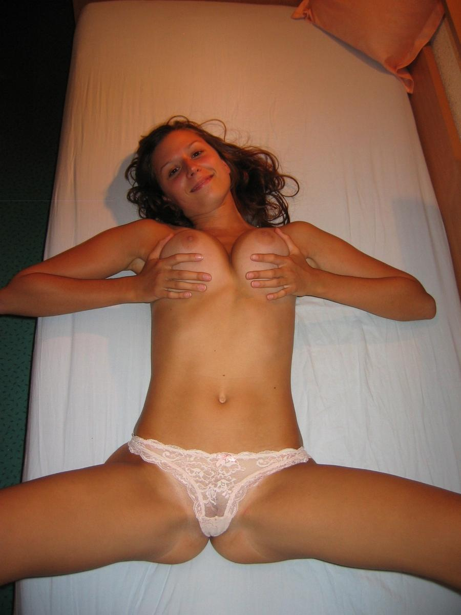 Alina is showing her lovely tits - 8