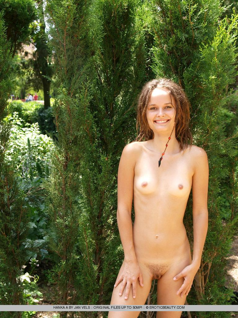 Young girl shows her naked body outdoor - Hanka - 1