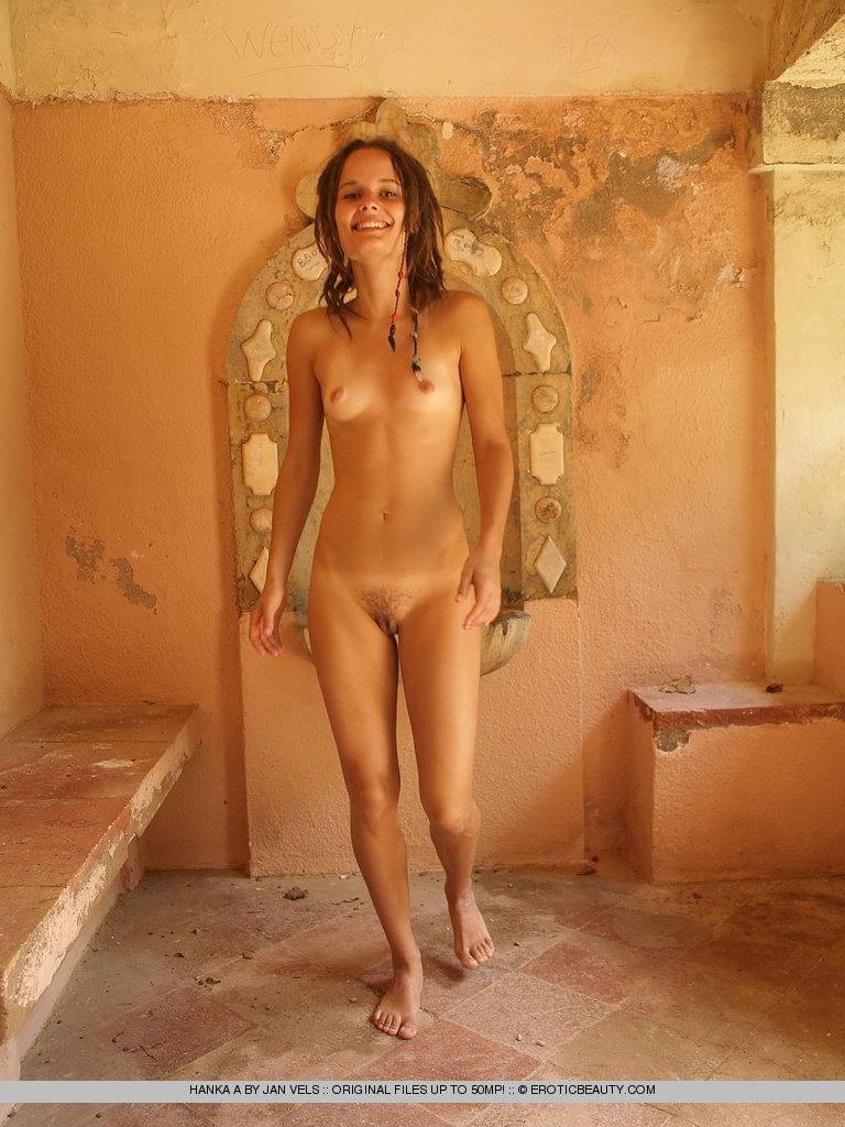 Young girl shows her naked body outdoor - Hanka - 10