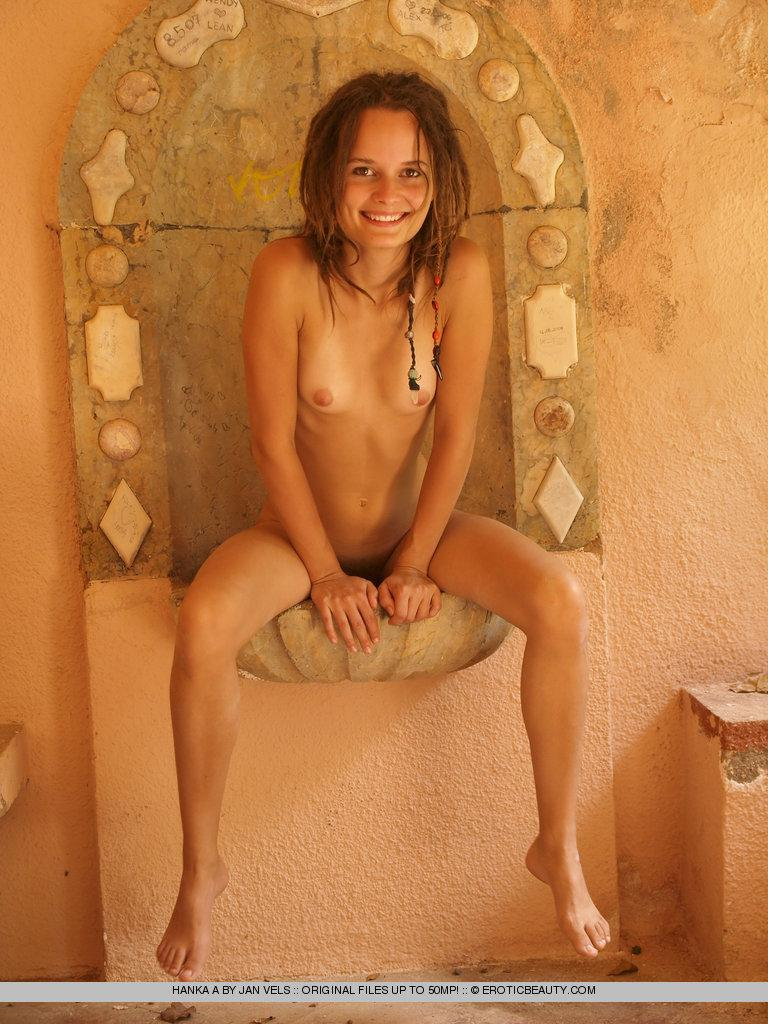 Young girl shows her naked body outdoor - Hanka - 11