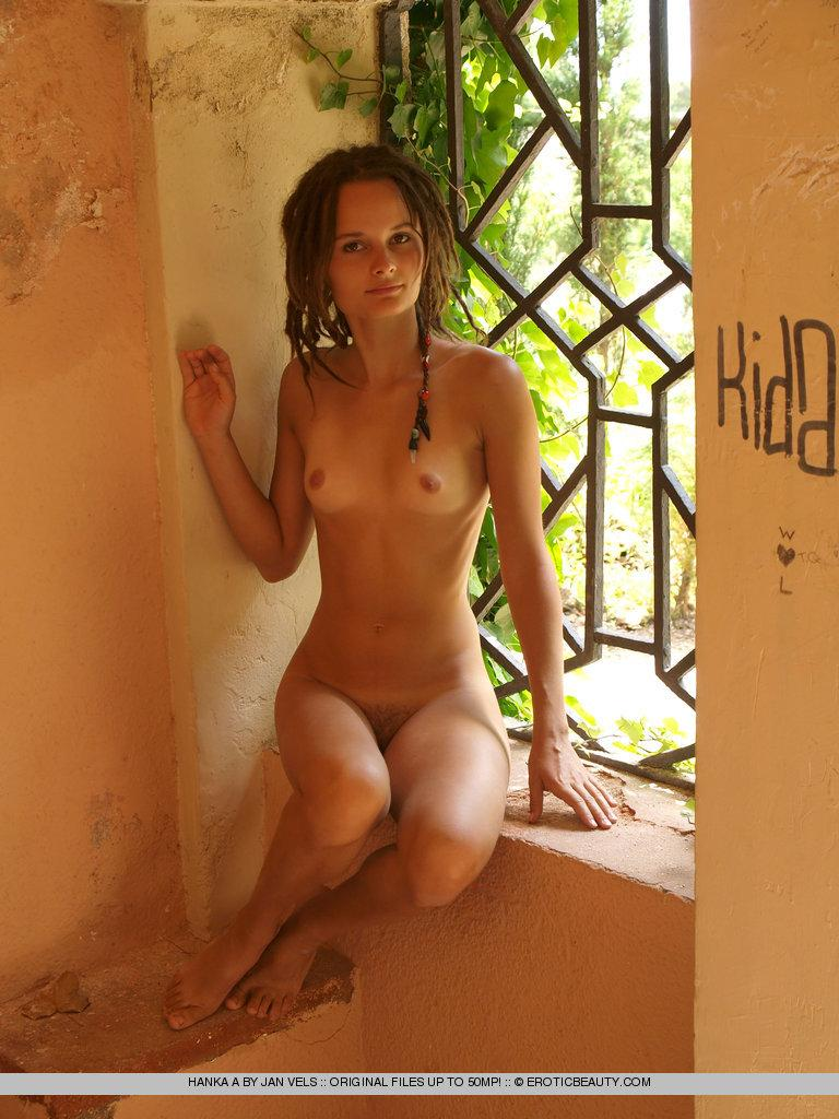 Young girl shows her naked body outdoor - Hanka - 12