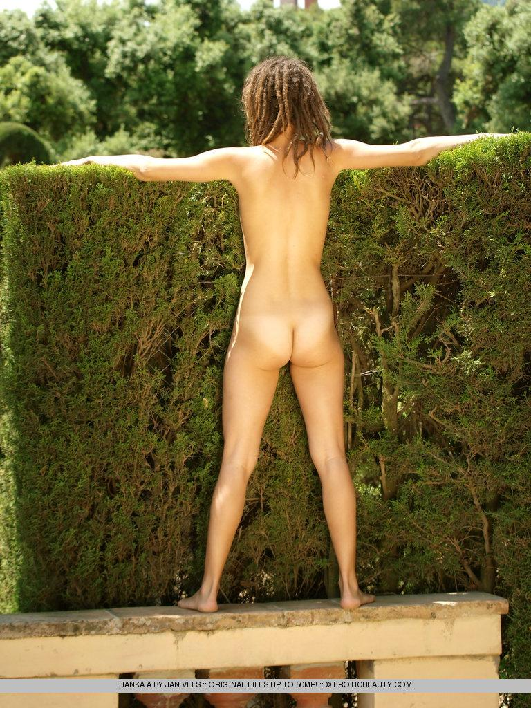 Young girl shows her naked body outdoor - Hanka - 5