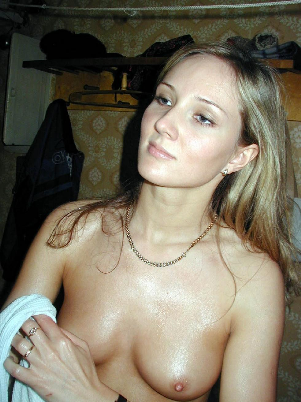Ira is brushing her pussy - 6