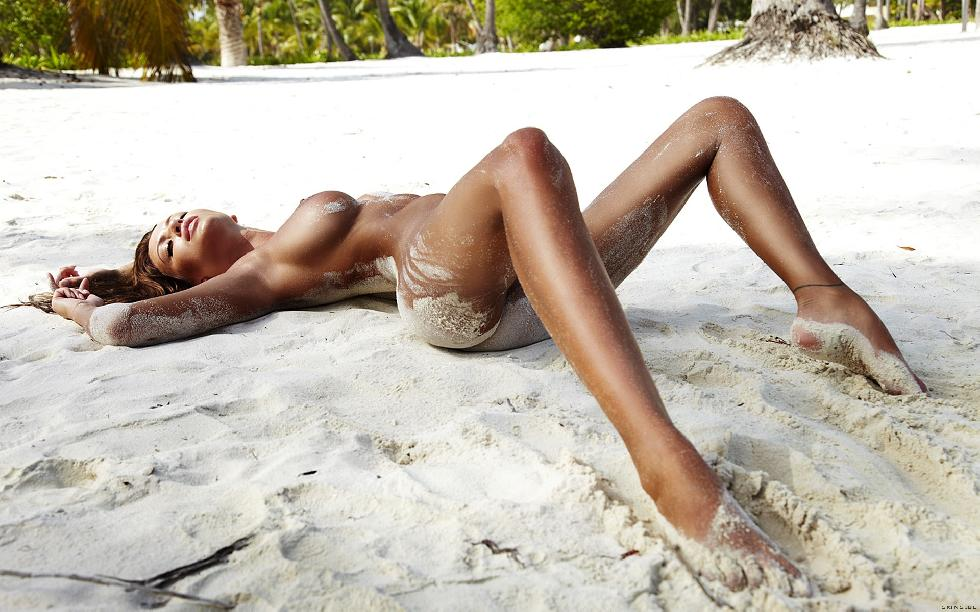 Naked girls on the beach. Part 2 - 23