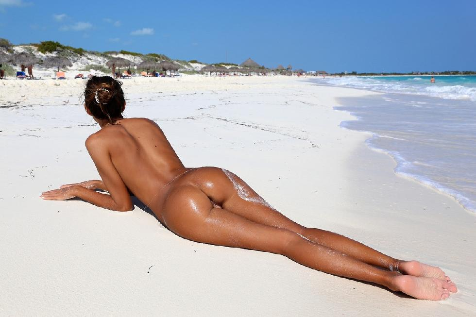 Girl. naked girl on the beach geile