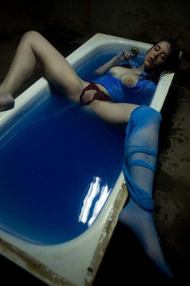 deep blue bath emily pics erooups com