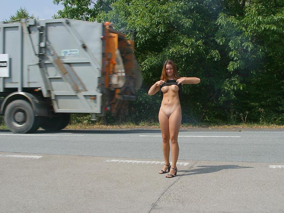 Nude in public places - Ivette - 9