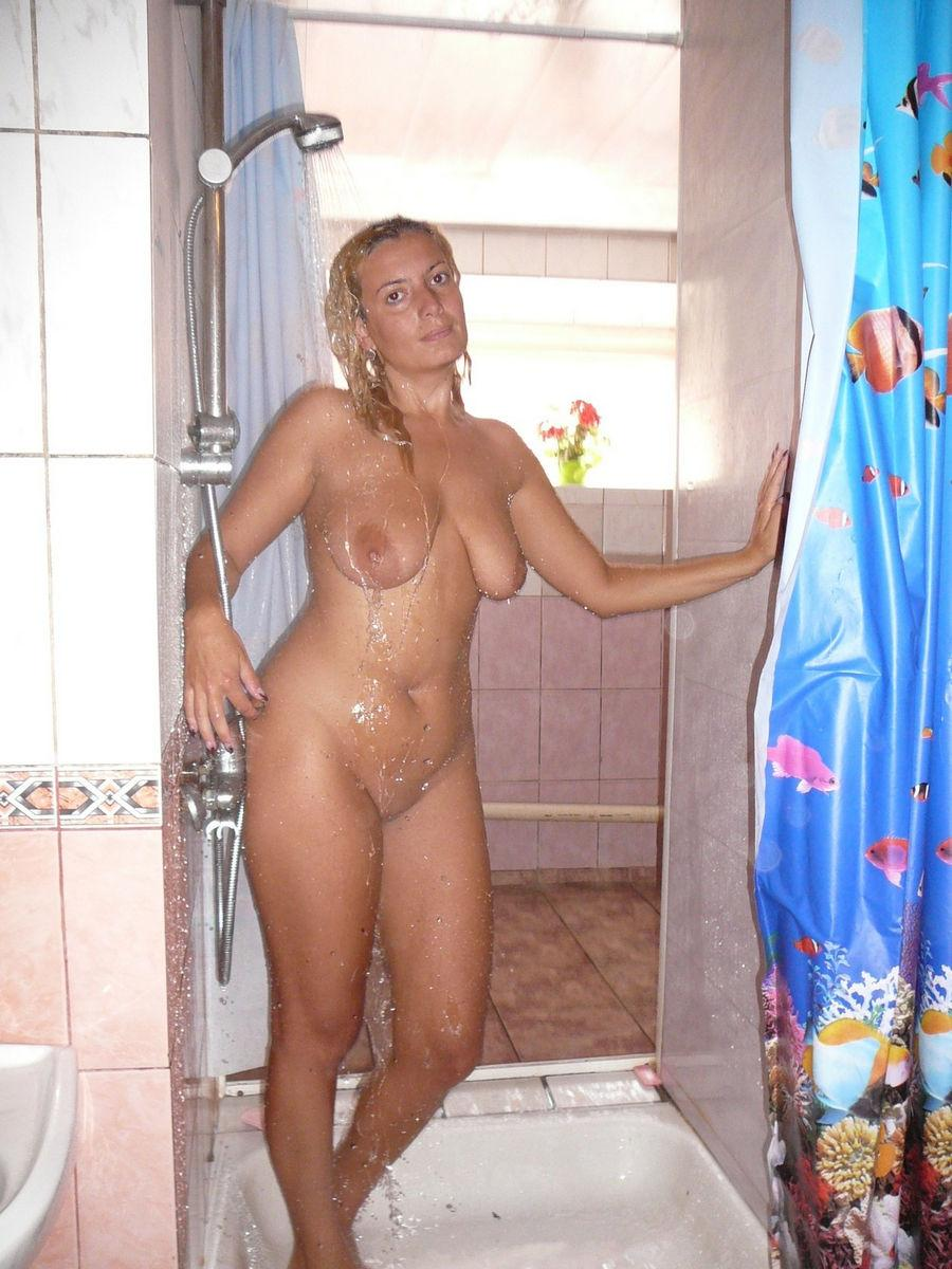 Naked MILF is posing wet - 1