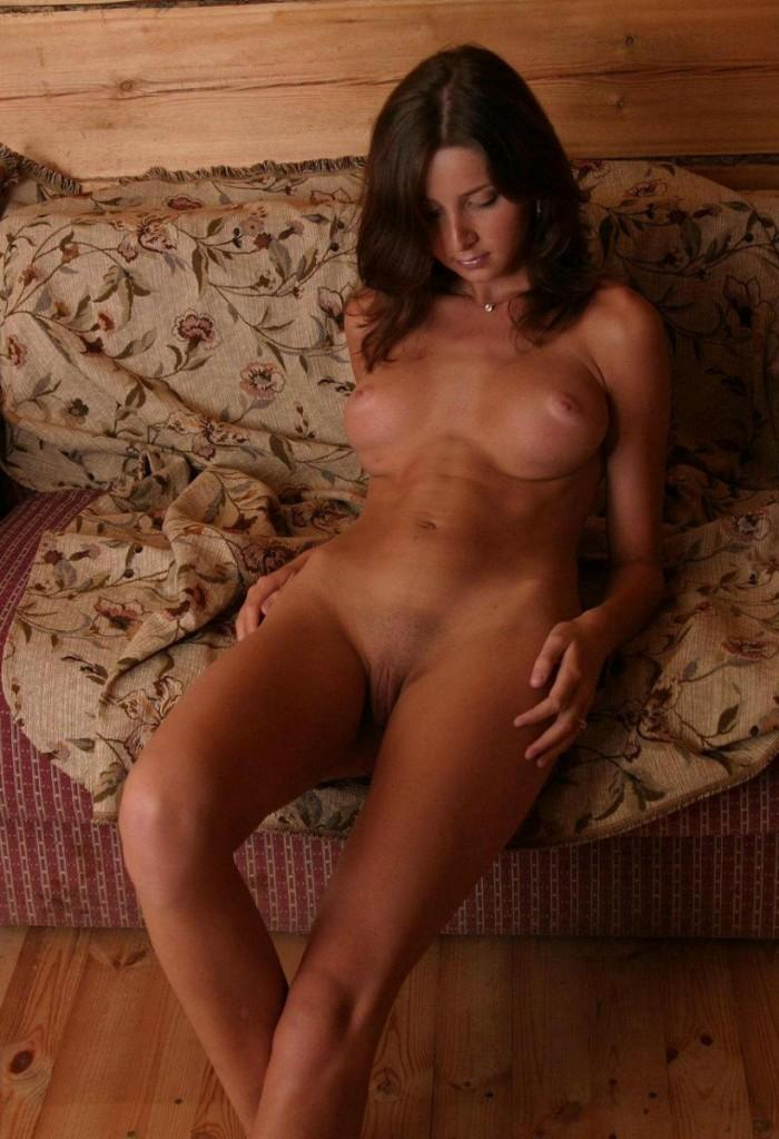 Naked wife is showing tanned body - 3