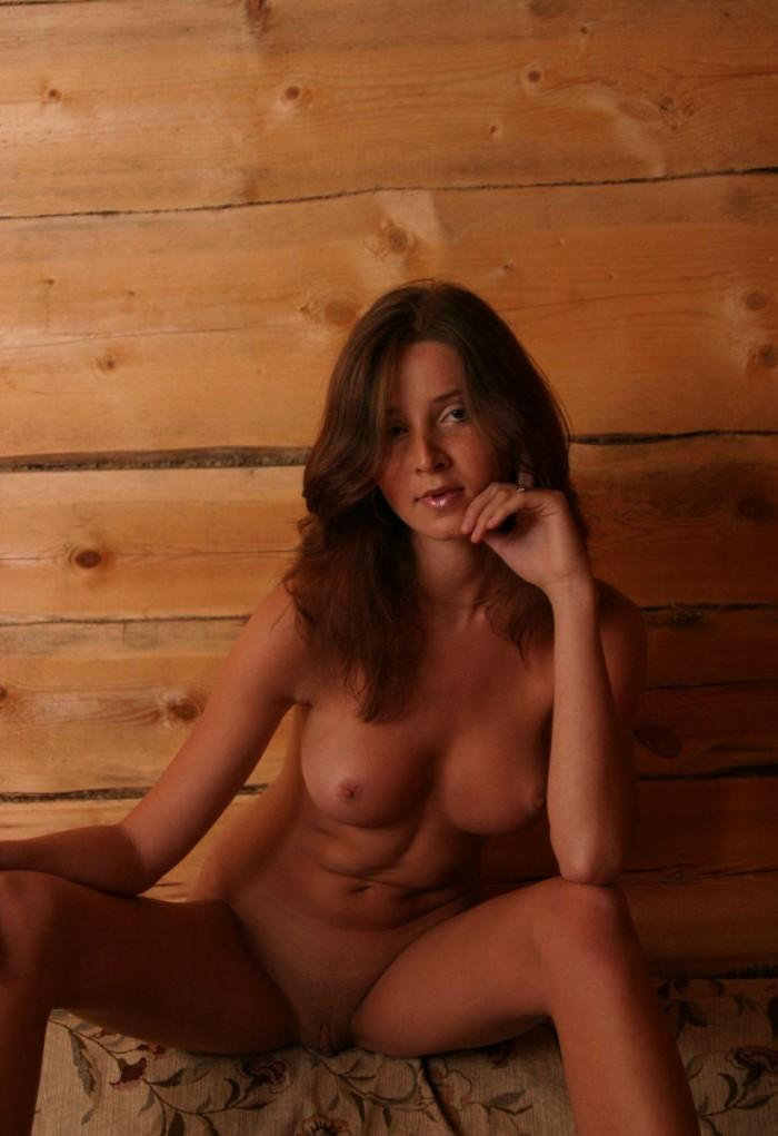 Naked wife is showing tanned body - 5