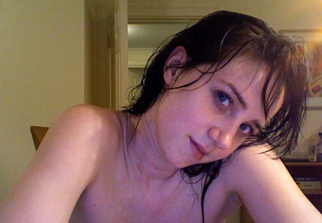 Naked actress Zoe Kazan - 11