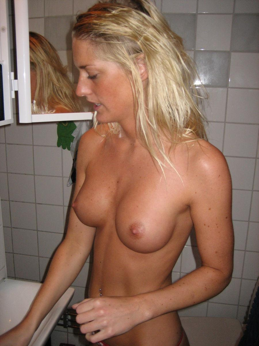 Blonde amateur with pretty tits - 3
