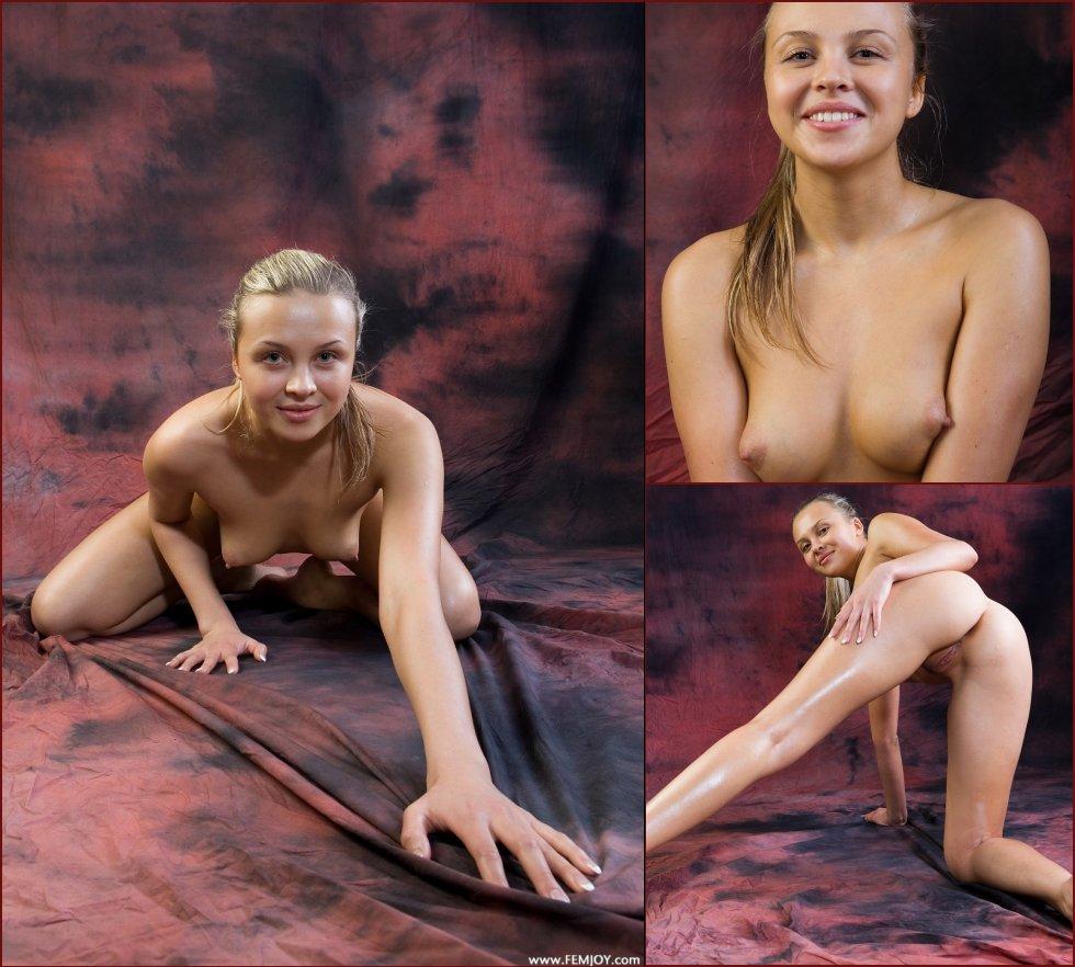 Photoshoot with naked Gina - 23
