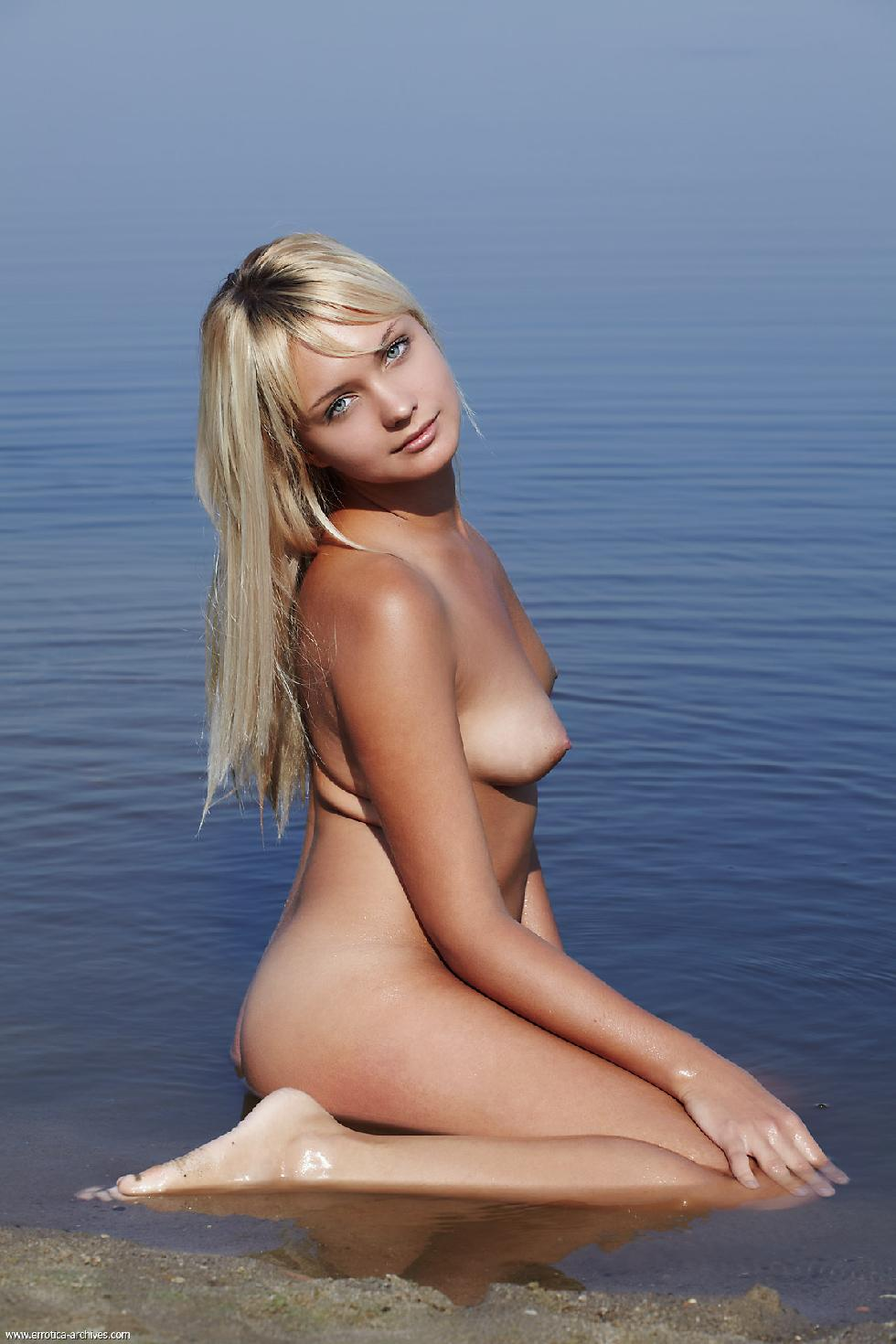 Young blonde is posing in the lake - Lada - 9