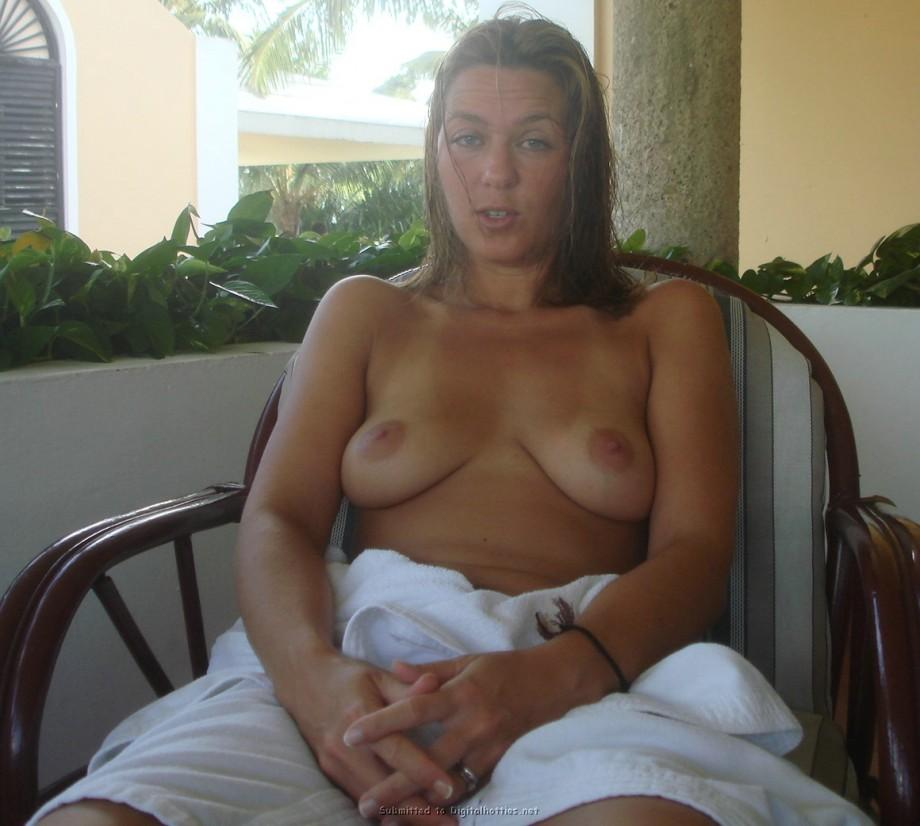 Tanned MILF is showing her pussy - Mira - 2
