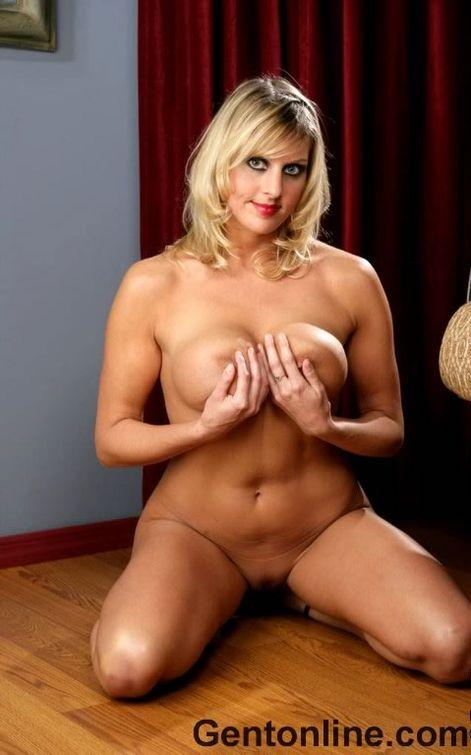 Blonde MILF named Renee is showing off her big rack - 10