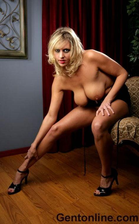 Blonde MILF named Renee is showing off her big rack - 5