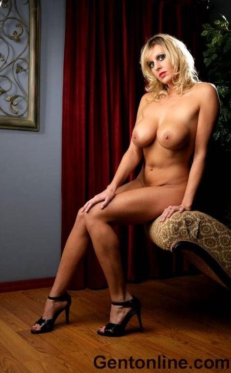 Blonde MILF named Renee is showing off her big rack - 6