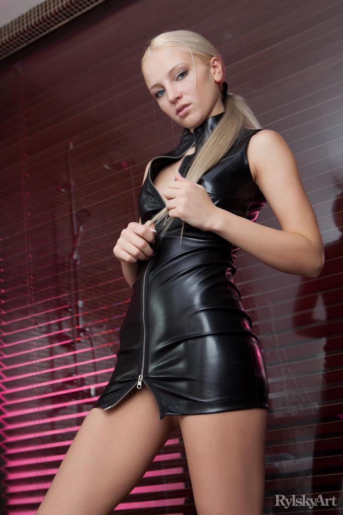 Shower with seductive Alysha - 5