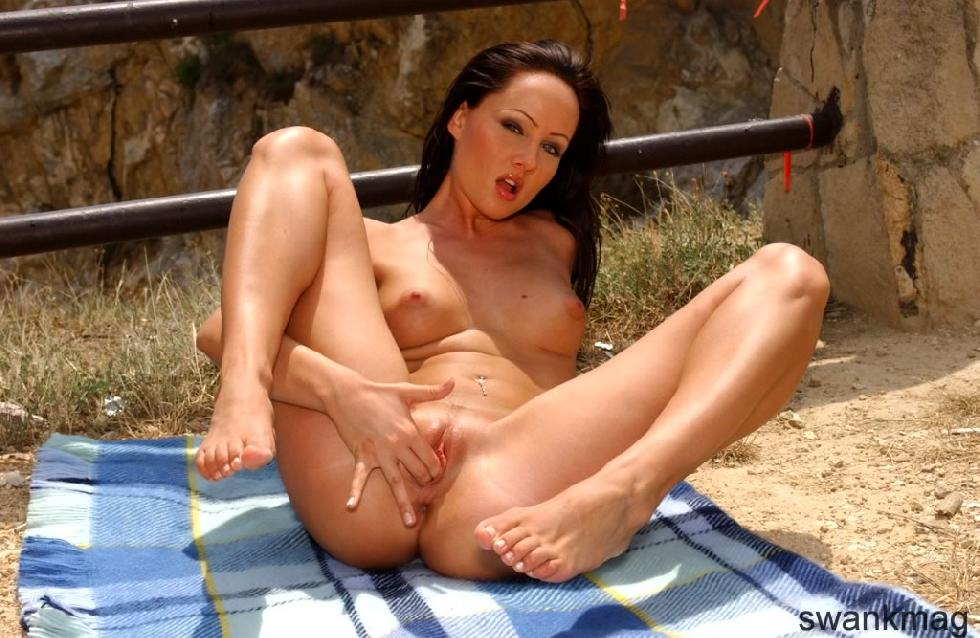 Jamie Hunger is using dildo outdoor - 3