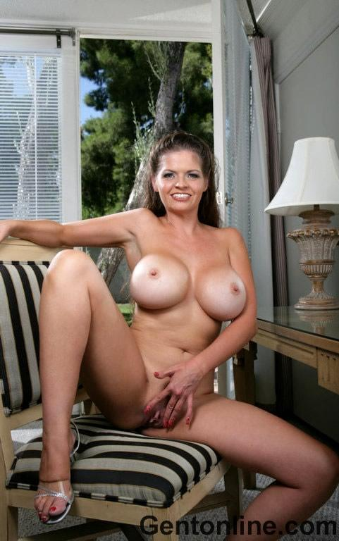 Sexy Milf is showing off her huge fun bags - June Summers - 11